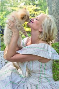 Is-it-OK-to-kiss-your-dog