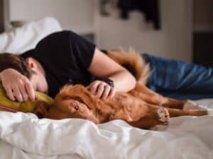 Sleeping-with-a-pet-is-it-correct